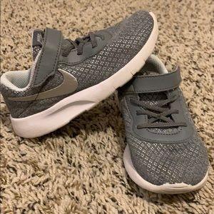 Nike tennis shoes. Gray